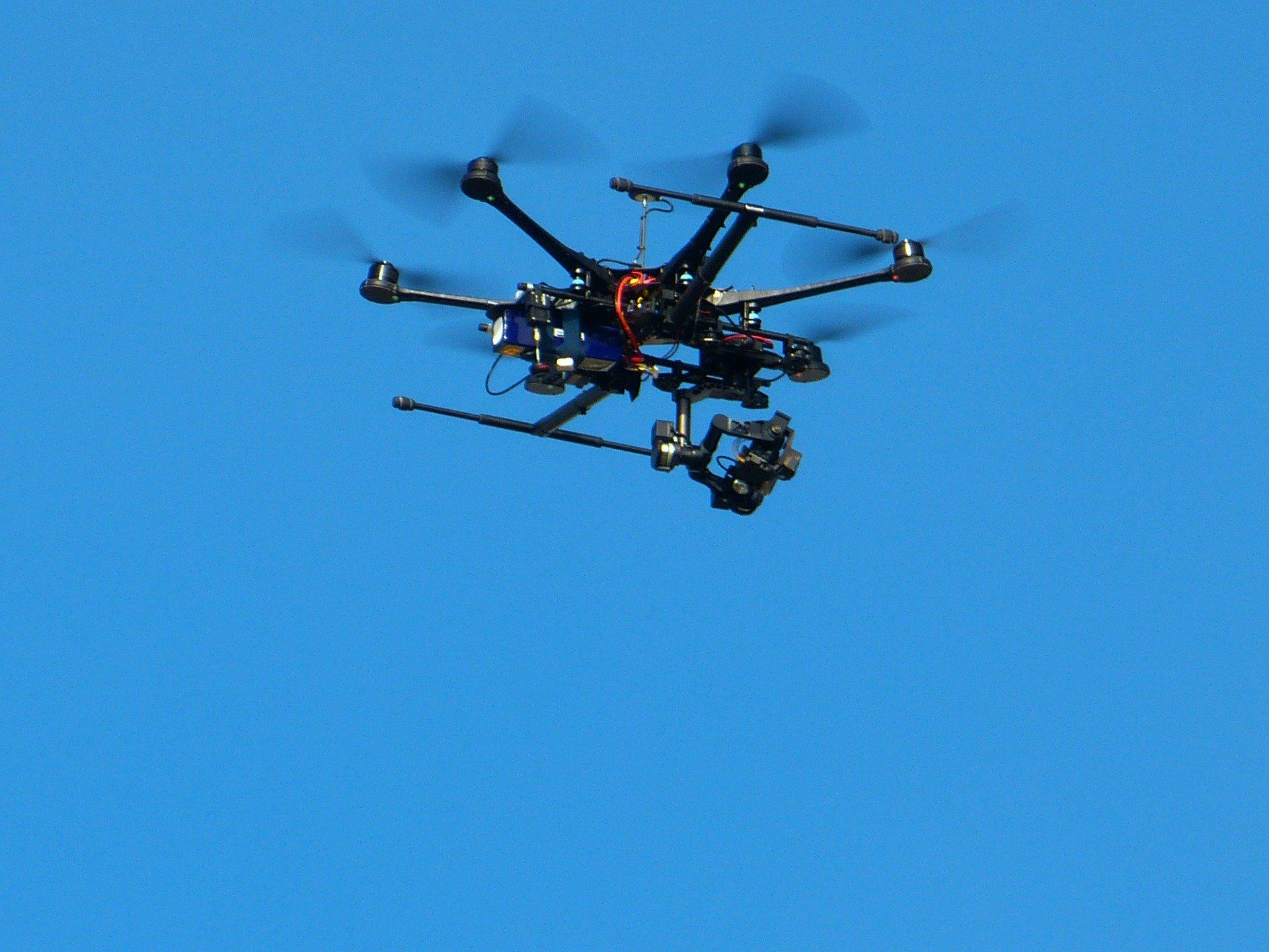 Drohnenführerschein machen, Symbolbild: LoggaWiggler via Pixabay