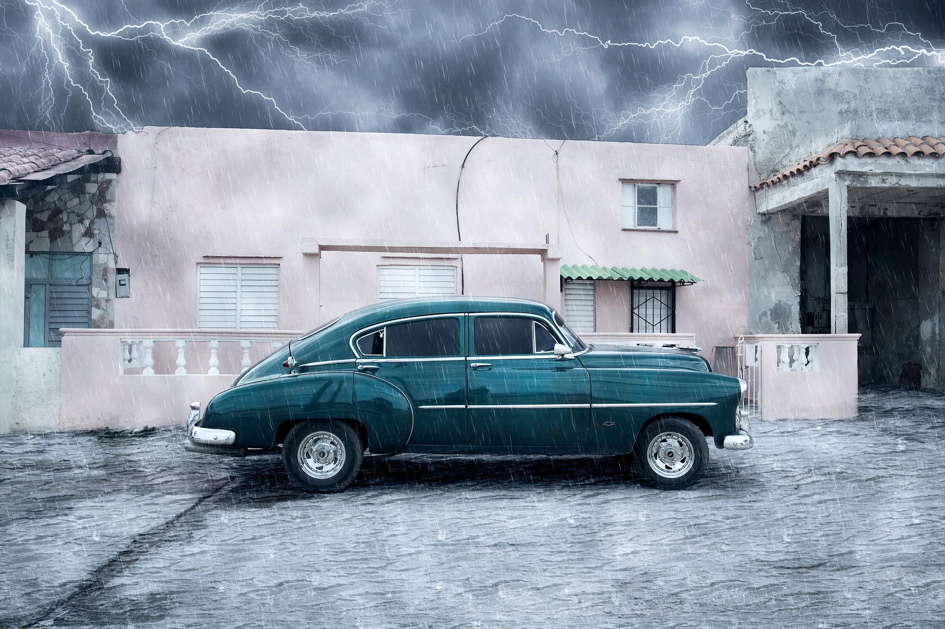 Überschwemmungsschaden am Auto Symbolbild: Nick_H via Pixabay